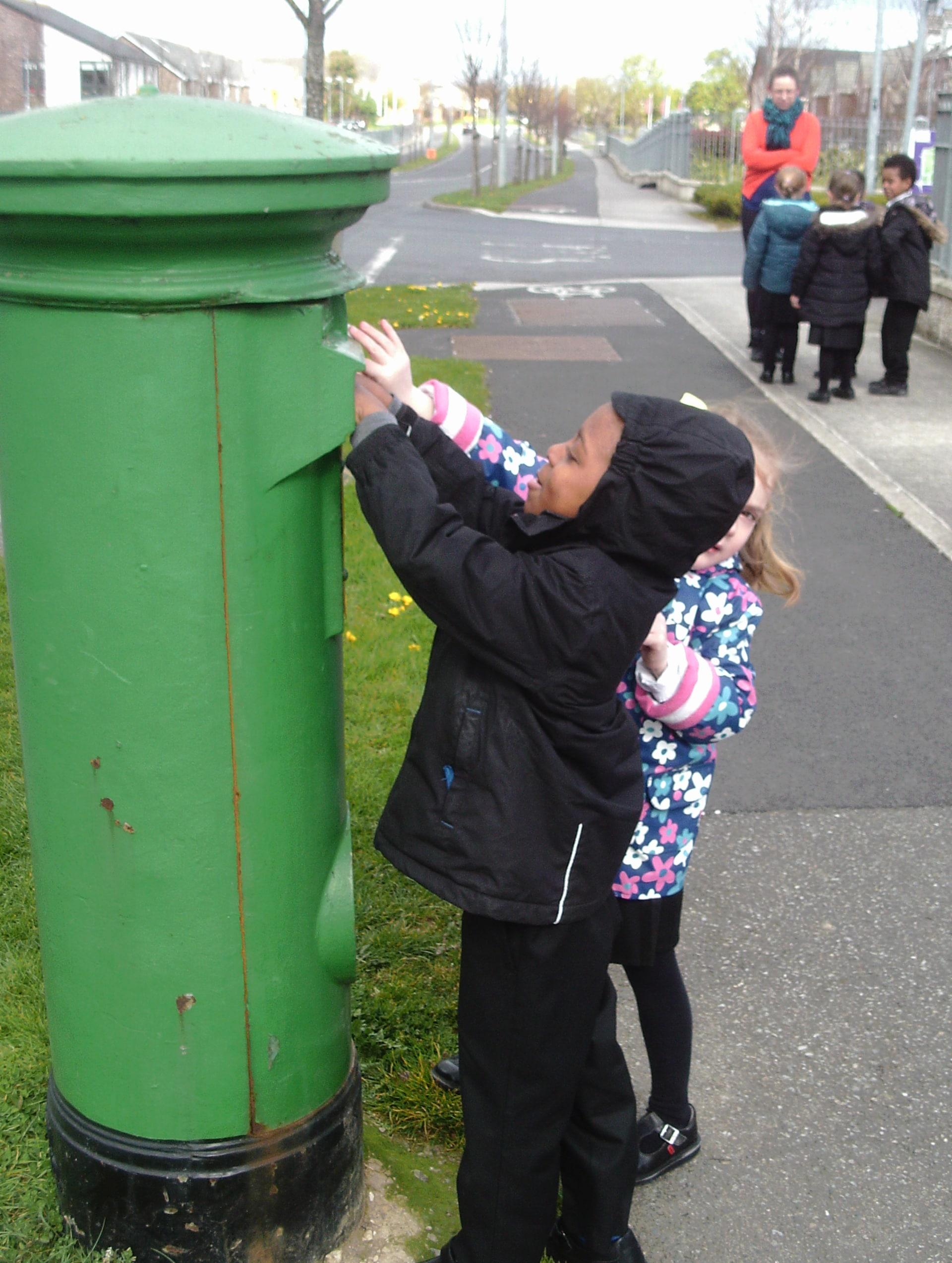 Seomra Bu 237 S Trip To The Post Box Scoil Ghrainne Cns